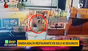 Trujillo: seis delincuentes asaltan restaurante en menos de un minuto