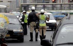 Policías femeninas capturaron a tres raqueteros en Comas