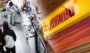 """Menores que asaltaron tienda """"Tambo"""" en Comas estarían involucrados en otros robos"""