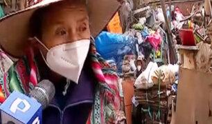 Madre e hija acumulan gran cantidad de productos reciclables afectando a vecinos
