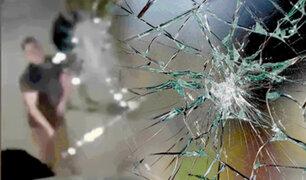 Argentina: mecánico descontrolado destrozó el parabrisa de un bus