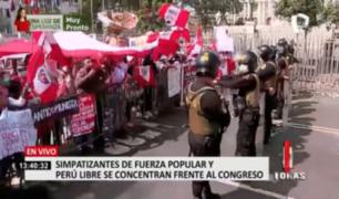 Simpatizantes de Fuerza Popular y Perú Libre se concentran fuera del Congreso