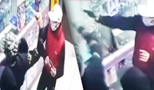El Agustino: sujetos armados asaltan con suma violencia una farmacia