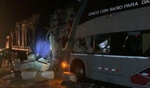 Casma: choque de tráiler con bus interprovincial deja un muerto y 10 heridos