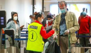 Dictan nuevas medidas sanitarias para los vuelos internacionales