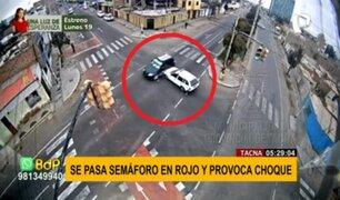 Tacna: conductor se pasa semáforo en rojo y provoca violento choque