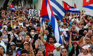 Protestas en Cuba contra el gobierno castrista dejan más de un centenar de detenidos