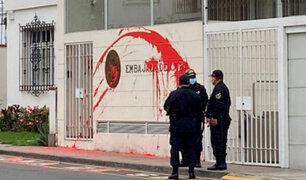 San Isidro: lanzan pintura roja contra fachada de la embajada de Cuba
