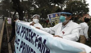 Profesionales de la salud realizaron plantón frente al Minsa para exigir tercera dosis de vacuna