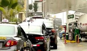 San Borja: se registra enorme cola de autos en busca de GLP