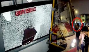 Ate: colectiveros informales destrozan bus del Corredor Rojo