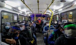 EsSalud alerta de peligroso préstamo de protectores faciales en el transporte público
