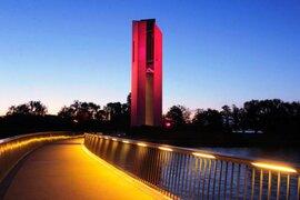 Emblemático edificio de Australia se iluminó con los colores de Perú