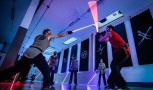 Inauguran academia inspirada en Star Wars: alumnos aprenden a manejar espadas láser