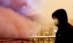 China soporta asombrosa tormenta de arena que afecta una ciudad entera