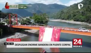 Tingo María: desplegan enorme bandera en puente Corpac