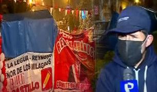 Seguidores de Pedro Castillo esperan su proclamación en la Plaza de la Democracia