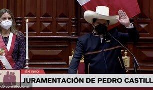 """Castillo juró como presidente """"por un país sin corrupción y una nueva Constitución"""""""