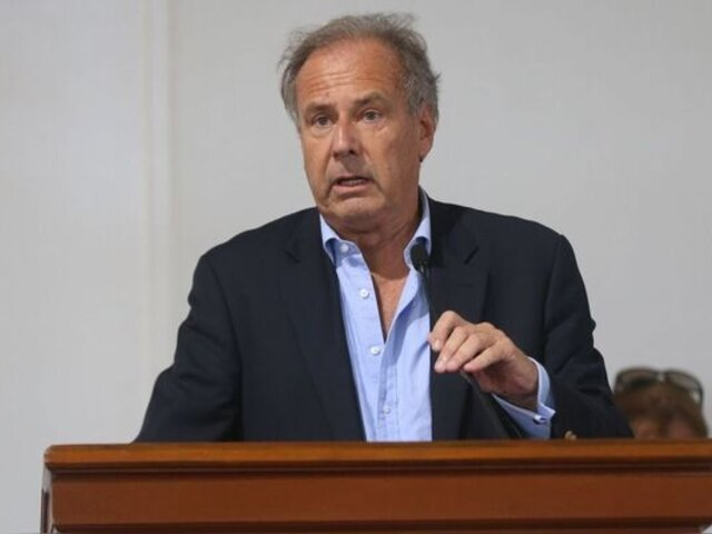 Acción Popular marca distancia de polémicas declaraciones de Alfredo Barnechea