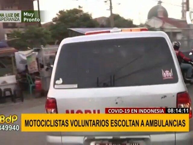 Motociclistas escoltan a ambulancias para que atraviesen rápidamente el intenso tráfico