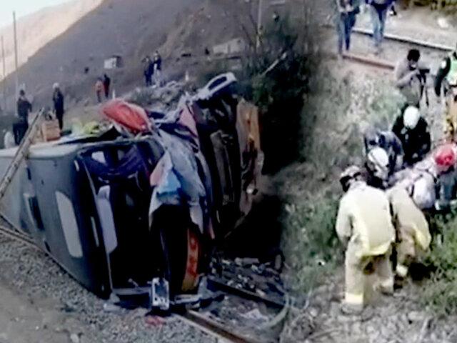 Carretera Central: un muerto y 12 heridos deja choque y despiste de bus
