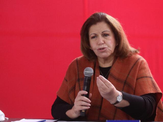 Habrían robado celular a Lourdes Flores durante mítin en Cercado de Lima