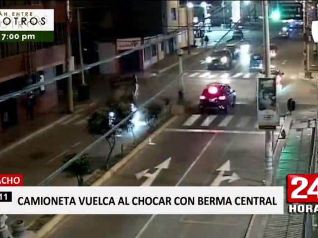 Huacho: captan choque de camioneta contra berma central