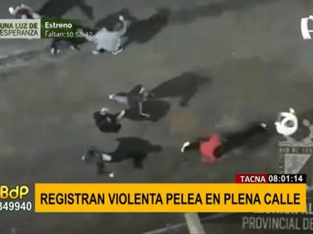 Pelea callejera en Tacna: sujetos se propinan puñetes y patadas en plena vía pública