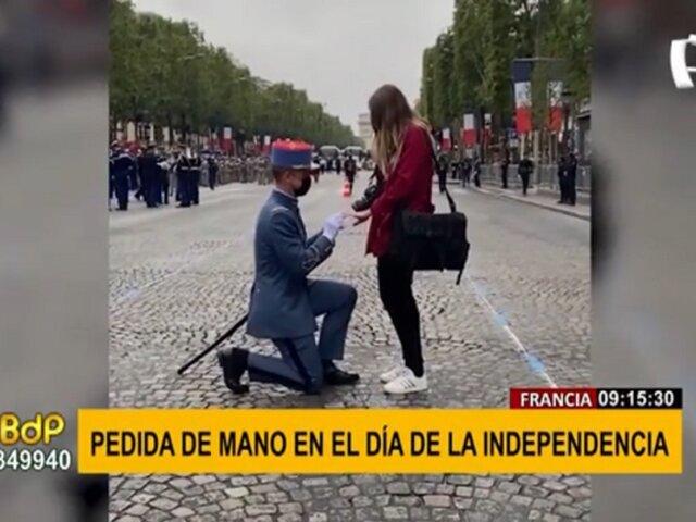 ¡Los románticos aún existen! Soldado pidió matrimonio a su novia durante desfile militar