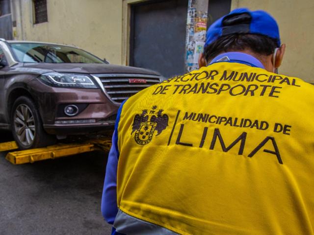 Cercado de Lima: más de 500 vehículos mal estacionados fueron llevados al depósito