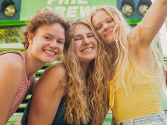 Tres chicas descubren que tenían el mismo novio, lo dejan, y deciden viajar juntas
