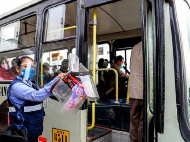 """ATU: """"Operadores que presten protectores faciales en transporte público recibirán multa de S/ 220"""""""
