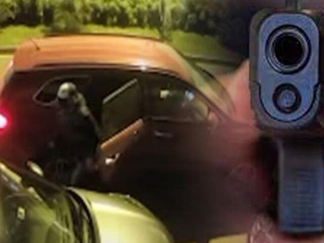 Delincuentes armados roban camioneta en Surco
