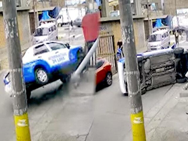 Cercado: Patrullero de serenazgo vuelca al chocar con vereda y reja de seguridad