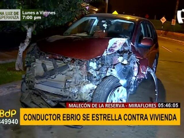 Miraflores: conductor aparentemente ebrio se estrella contra vivienda