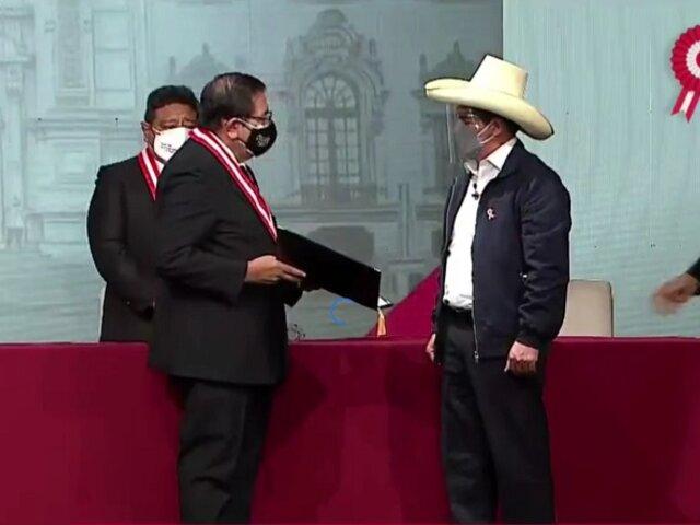 Pedro Castillo: JNE entregó credencial al presidente electo para el periodo 2021-2026