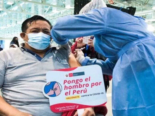Violeta Bermúdez y Fiorella Molinelli piden a la población asistir a la vacunación