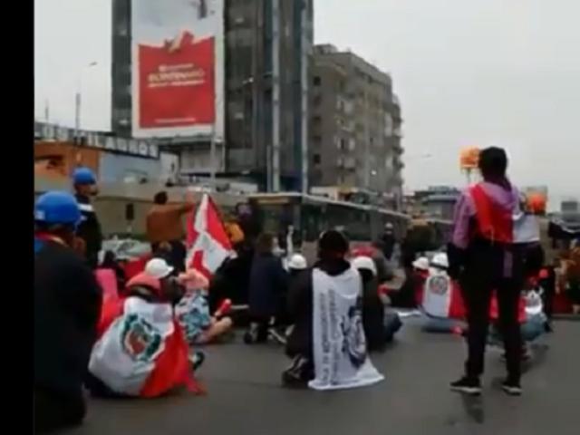 Manifestantes en contra de Pedro Castillo bloquearon la vía Expresa