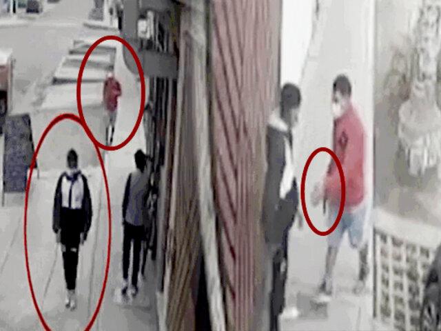 SJL: menor se enfrenta a ladrón armado para impedir robo