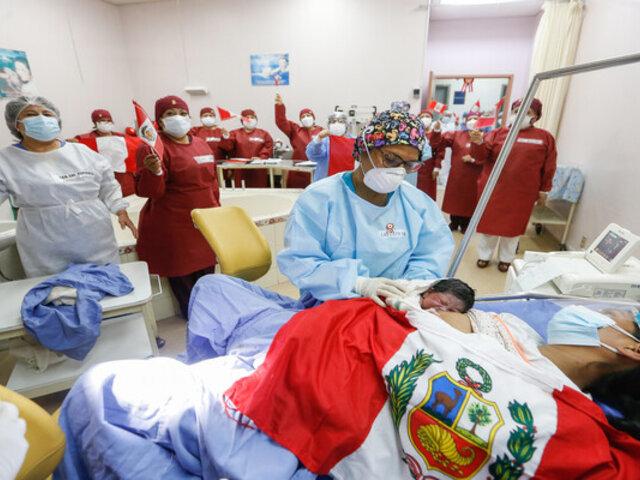 Primer bebé del Bicentenario tendrá alimentación gratis por un año
