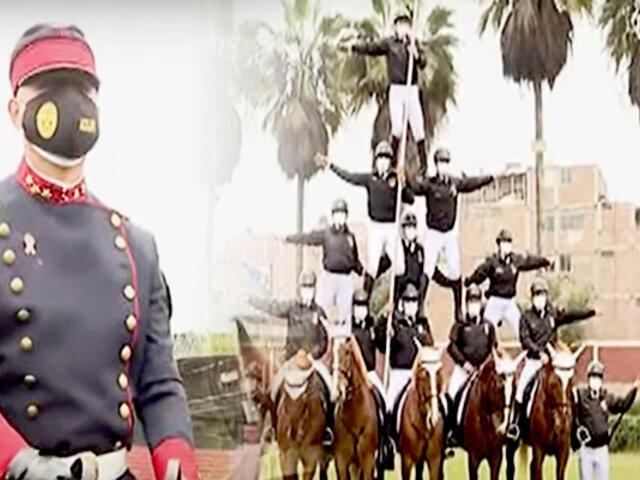 Policía montada realiza un espectáculo en homenaje al Bicentenario