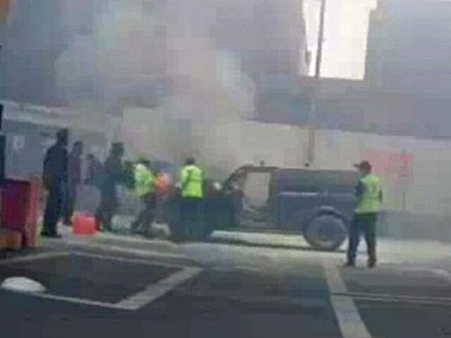 Alarma en Surco: camioneta  se incendió dentro de un grifo