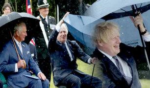El paraguas de Boris Johnson: así fue el anecdótico momento que le sacó risas al príncipe Carlos