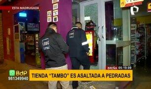 Breña: delincuente lanzó piedras a mamparas de tienda Tambo para entrar a robar