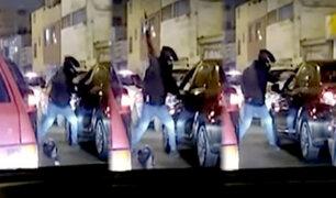 Surco: asaltan a balazos un auto en medio del tráfico en avenida Tomás Marsano