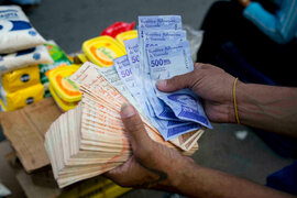 Venezuela: anuncian reconversión monetaria que elimina seis ceros al bolívar para salvarlo