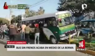 Nuevo Chimbote:  bus sin frenos acaba en medio de la berma