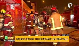 Los Olivos: voraz incendio consumió taller de mecánica en avenida Tomas Valle