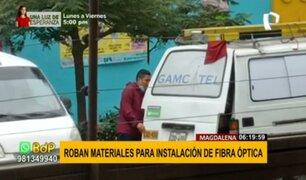 Magdalena: delincuentes ingresan a miniván y se llevan materiales de fibra óptica