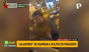 Santa Anita: jaladores se agarran a golpes en paradero por la disputa de pasajeros